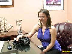 Ребека Линарес свои анальные штучки показала на камеру