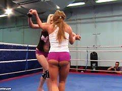 Извращенец в спортивках реально отшлепал её