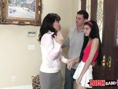 Мамаша с любовником прихватили и дочку