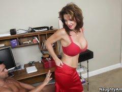 Простимулировать клитор - это лучшее занятие для пошлой дамы