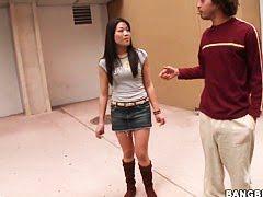 Реми и Лехи взяли обруч и пустились в сексуальный пляс